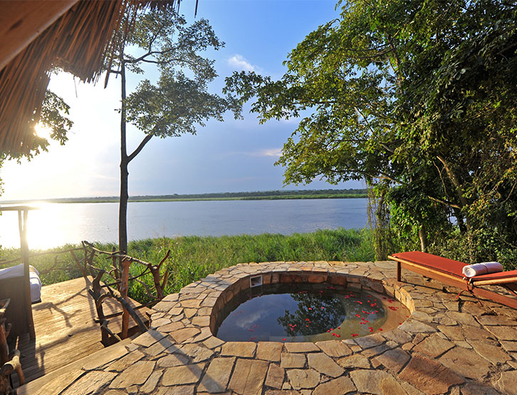 - Plunge pool and views